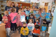 Pierwszaki w bibliotece szkolnej 24.02.2021